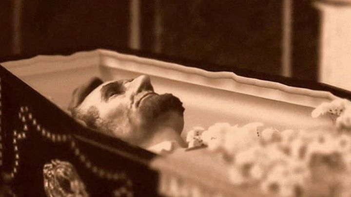 Lincoln in coffin