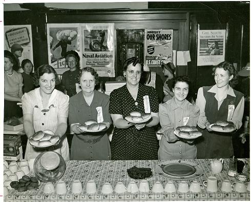 North Platte Canteen ladies with food